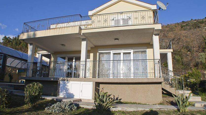 House with pool for sale in Kavac