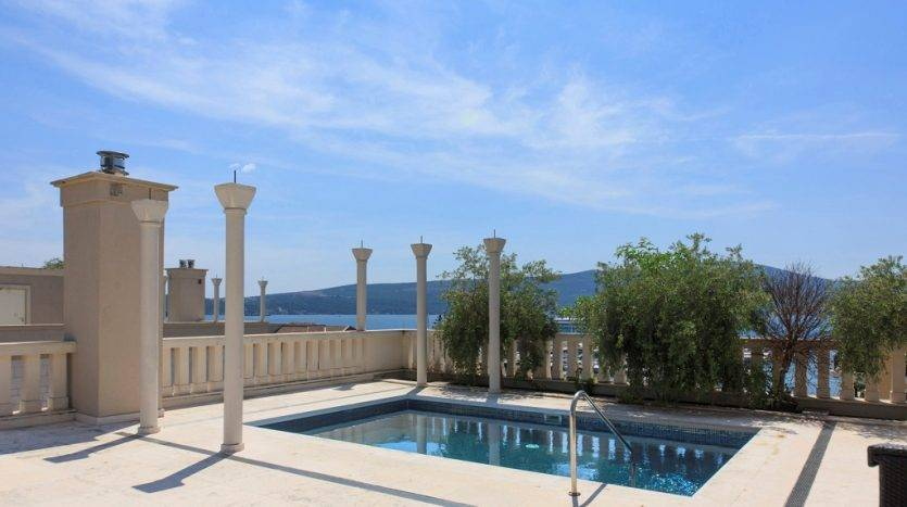 Penthouse with pool in Porto Montenegro